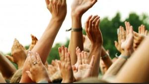 hands_of_crowd